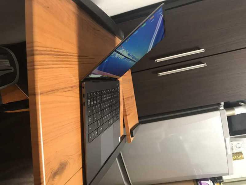 HUAWEI Matebook X Pro MAW19BH58BNCNNUAノートパソコンの側面