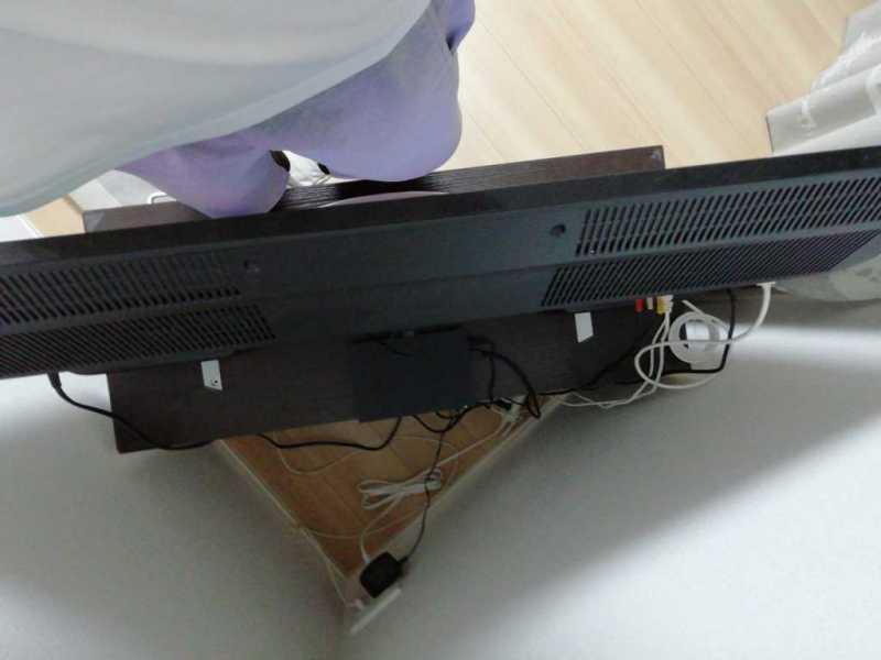 >AQUOS LC-40W5液晶テレビの上側の排熱部分
