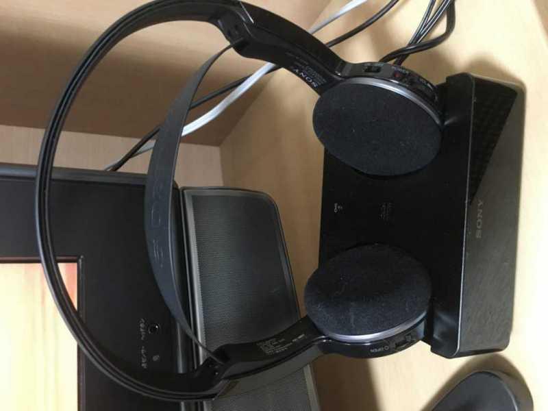 SONY MDR-IF245RKヘッドホンを充電している様子