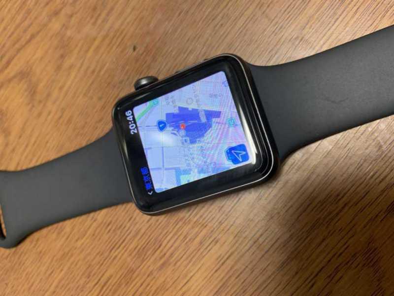 Apple Watch Series 3スマートウォッチでマップを利用している様子