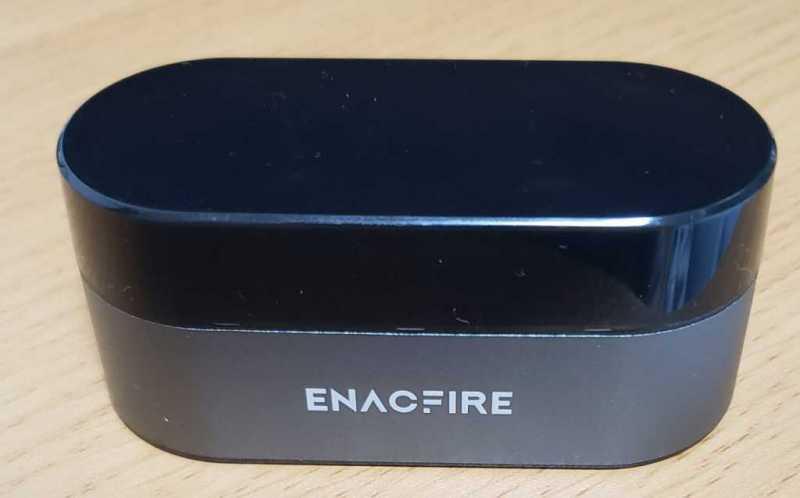 EnacFire E18 Plusワイヤレスイヤホンの充電ケース