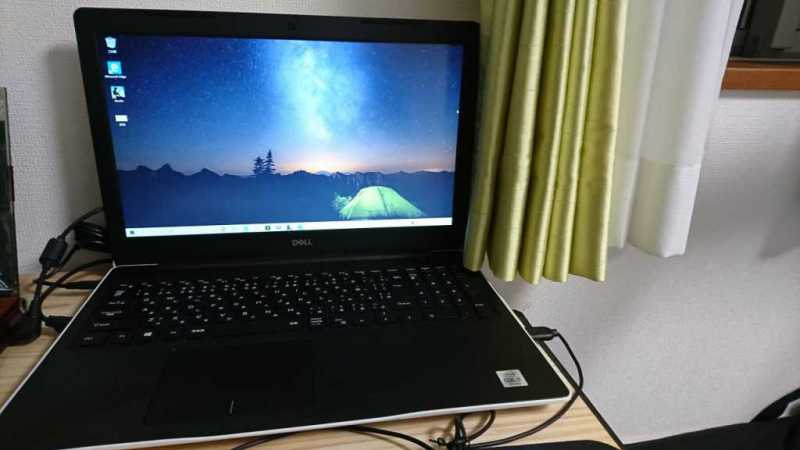 DELL inspiron 15 3000(3593)ノートパソコンの正面