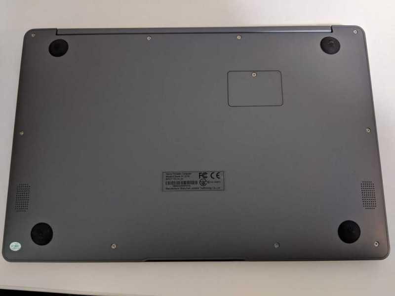 Jumper EZbook X7 13.3インチノートパソコンの裏側の部分