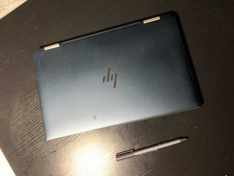 HP Spectre x360 13ノートパソコンの本体