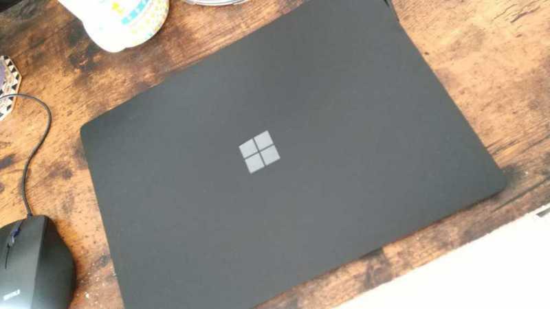 Microsoft Surface Laptop 2ノートパソコンの本体