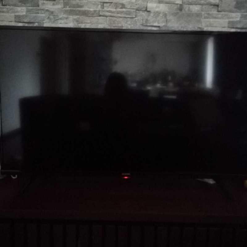 アイリスオーヤマ 40V型(40FB10P)液晶テレビの横からのディスプレイの様子