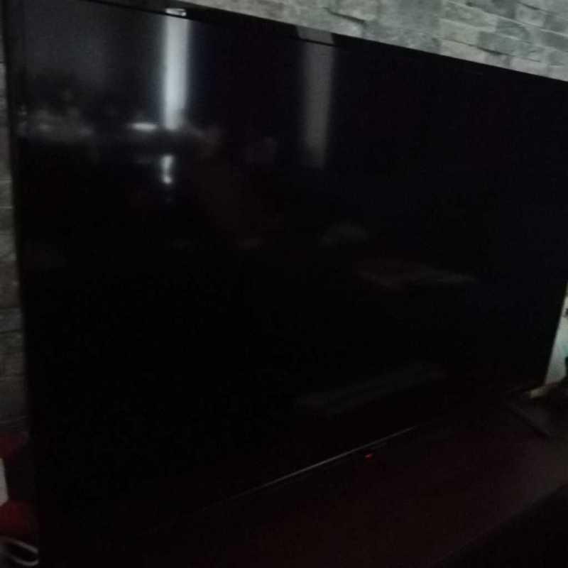 アイリスオーヤマ 40V型(40FB10P)液晶テレビの斜めからのディスプレイの様子