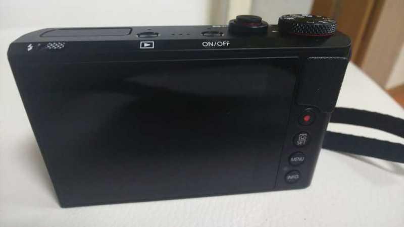 Canon PowerShot G9 X Mark IIデジタルカメラの液晶パネル