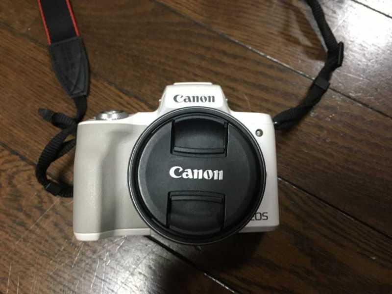 Canon EOS Kiss Mデジタルカメラの本体