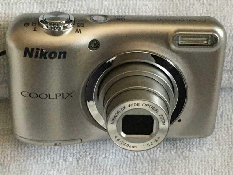 Nikon COOLPIX A10のレンズをズームした状態
