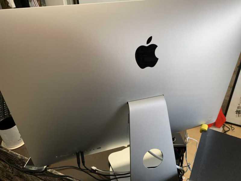 Apple iMac Retina 27インチ 5Kディスプレイモデルデスクトップパソコン(2019)のバックパネル