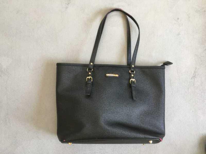 黒のシンプルなトートバッグ(ブランド不明)