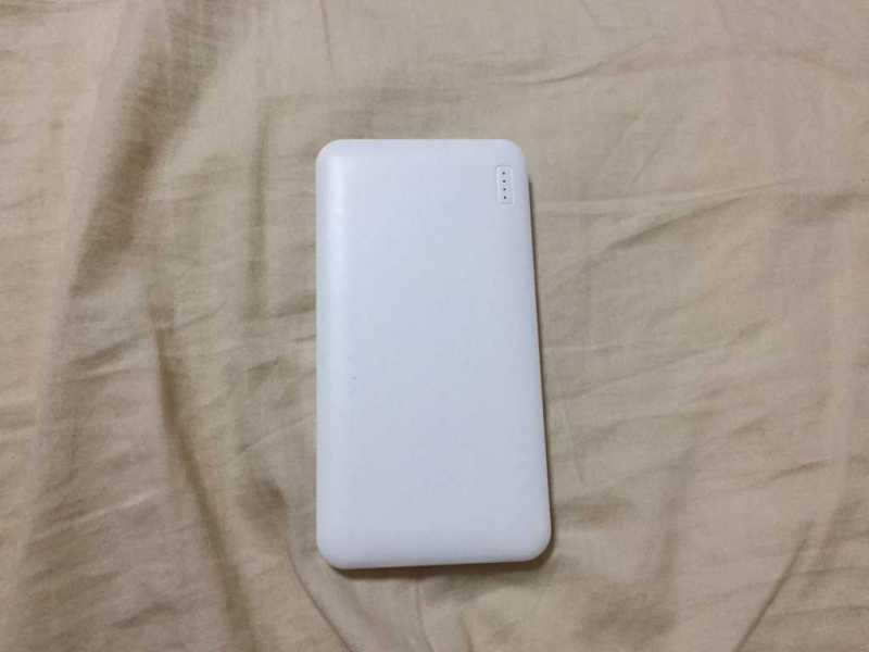 オウルテック SMART IC搭載 OWL-LPB10005-LP 10000mAhモバイルバッテリーの本体