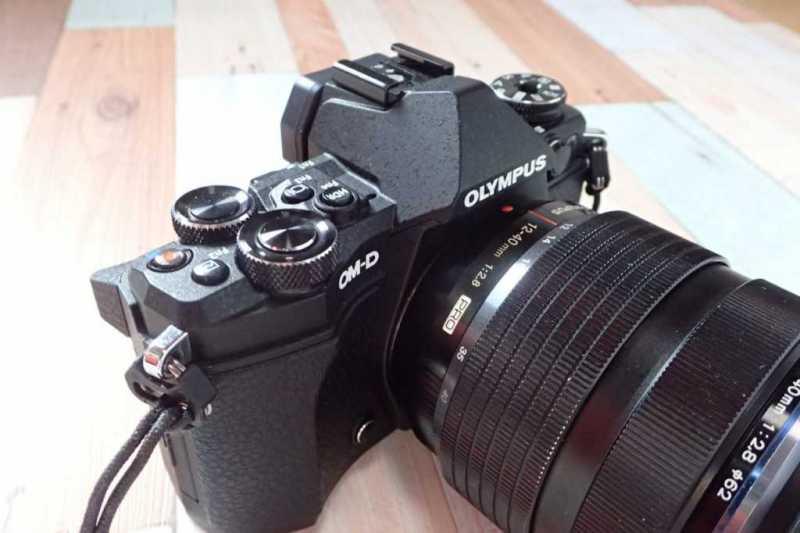 オリンパス OM-D E-M5 Mark IIデジタルカメラの操作ボタン