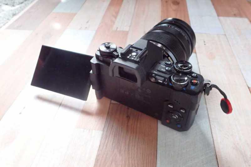 オリンパス OM-D E-M5 Mark IIデジタルカメラの液晶モニター