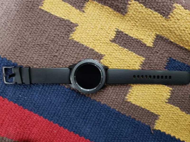 Samsung Galaxy Watch(42mm)スマートウォッチの本体