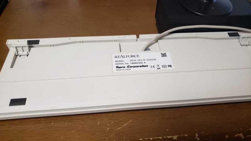 東プレ REALFORCE SA R2キーボード裏側の有線コードとスタンド部分