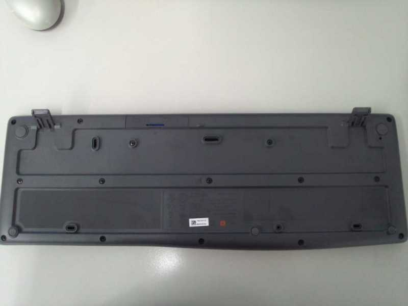 Logicool Wireless Keyboard K275キーボードの裏側のスタンド