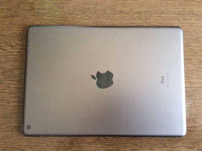 タブレット:Apple iPad 10.2インチ