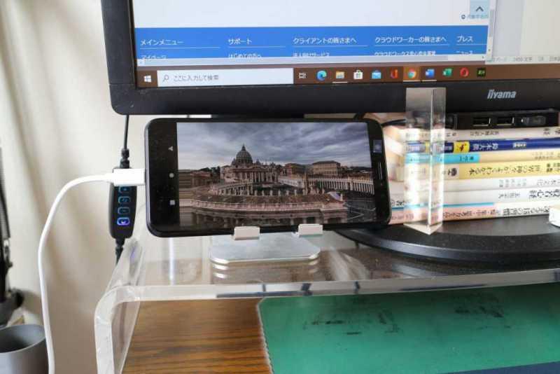 ASUS ZenFone Max Pro (M1)スマートフォン(SIMフリー)を横置きで動画を視聴している様子