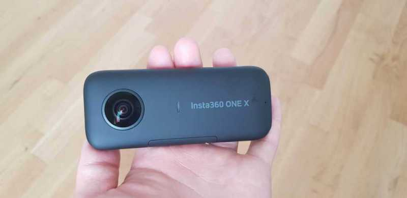 Insta360 One Xアクションカメラの正面のレンズ