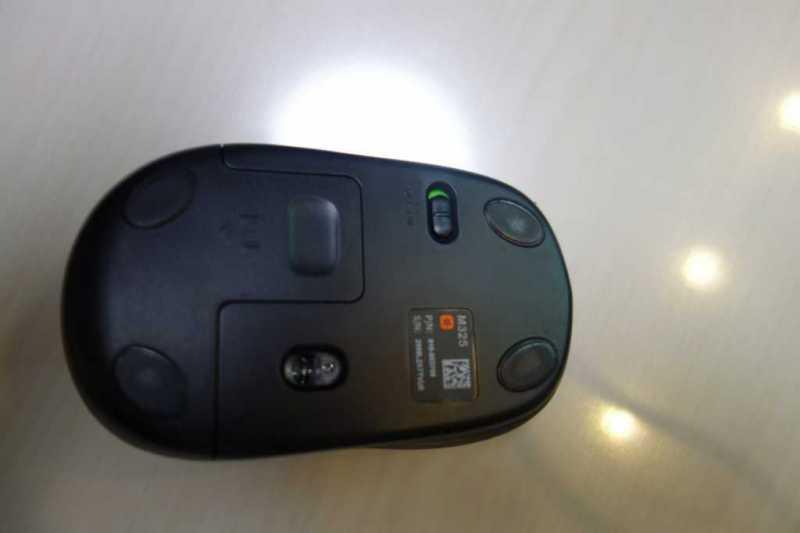 Logicool M325 Wireless Mouseマウスの電池を入れる裏側の部分