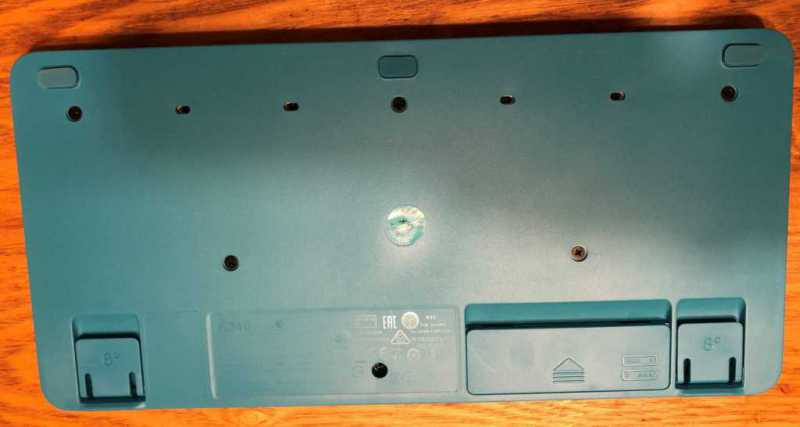 Logicool Wireless Combo MK245 NANOキーボードの裏側