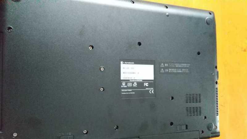 TOSHIBA dynabook B3 15.6インチ(P1B3LBAB)ノートパソコン底面