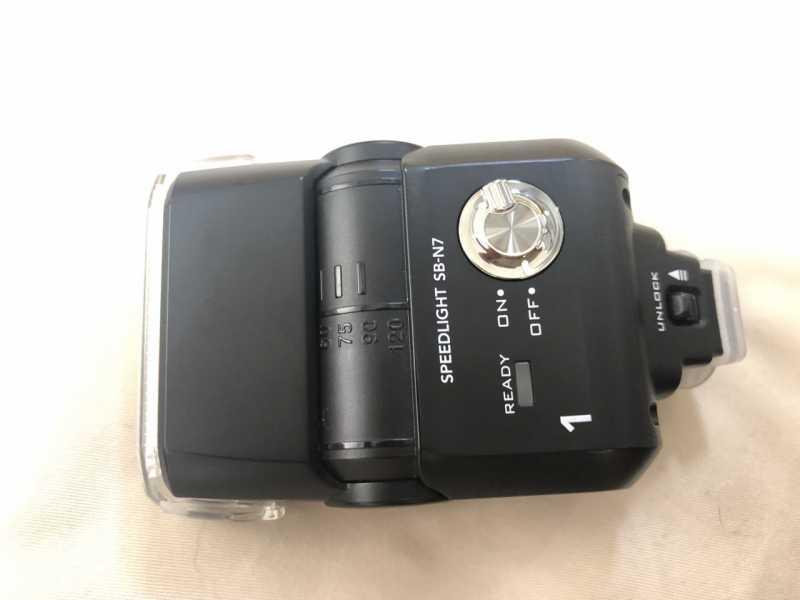 Nikon SB-N7 スピードライト (ミラーレス一眼カメラ専用のフラッシュ)のスイッチ