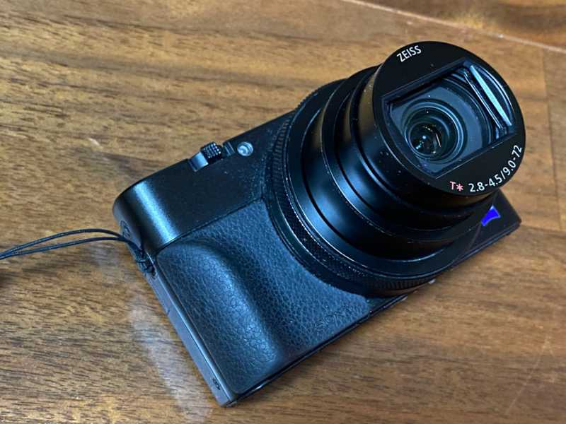 SONY Cyber-shot DSC-RX100M6デジタルカメラのレンズ