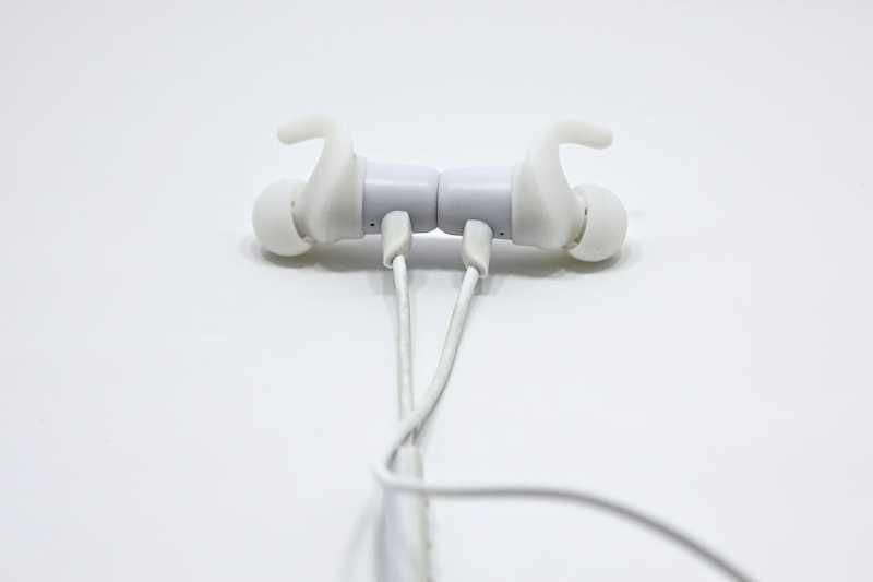 SOUNDPEATS Q35+ワイヤレスイヤホンのマグネット部分
