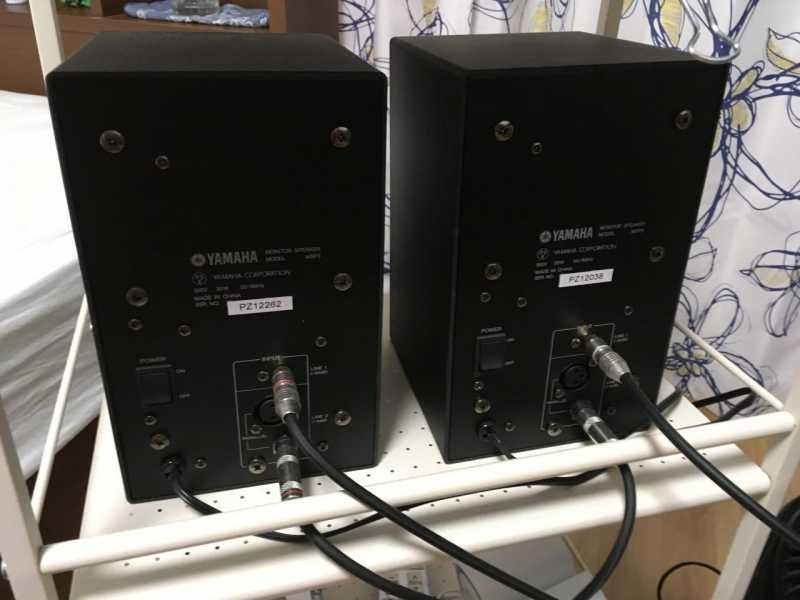 YAMAHA MSP3モニタースピーカーの裏側の接続端子