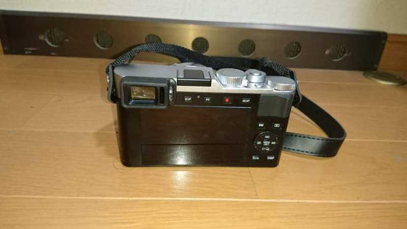 ライカ D-LUX7デジタルカメラの液晶パネルと操作ボタン