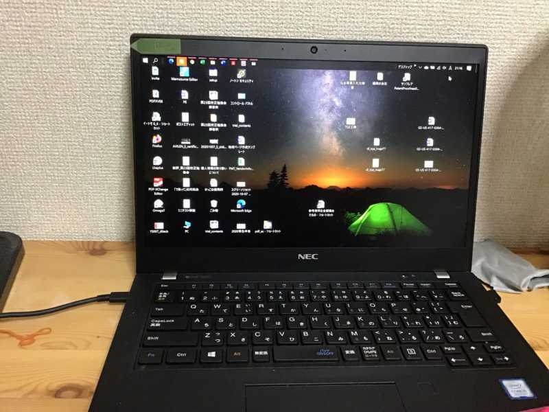 LAVIE Direct Pro Mobile(X) PC-GN164ZEDGノートパソコンの液晶ディスプレイとキーボード