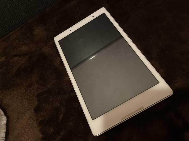 Lenovo TAB2 501LVタブレットの液晶ディスプレイ