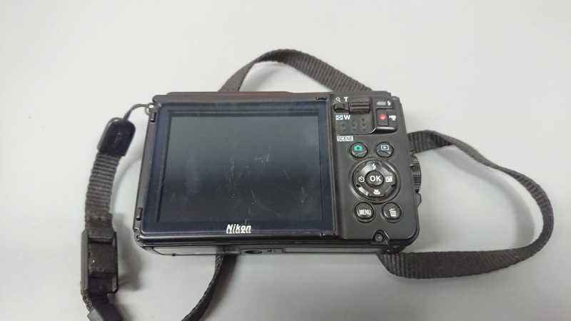 Nikon COOLPIX W300デジタルカメラの液晶モニター