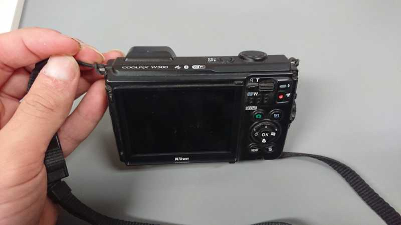 Nikon COOLPIX W300デジタルカメラのシャッターボタン
