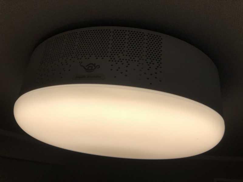 popIn Aladdinプロジェクターの天井に設置した様子
