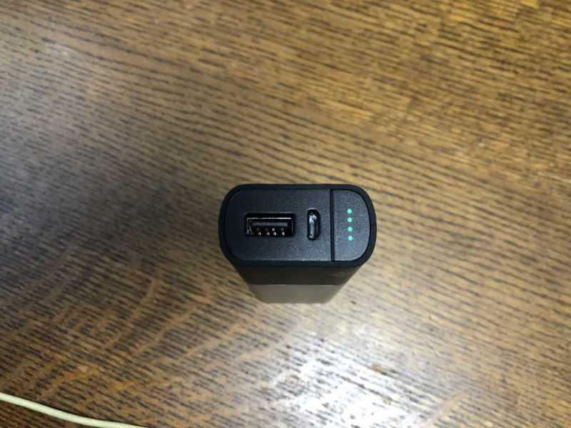 BELKIN F8J201BTSLVJP Valet Charger Power Pack(6700mAh)モバイルバッテリーのUSBポート