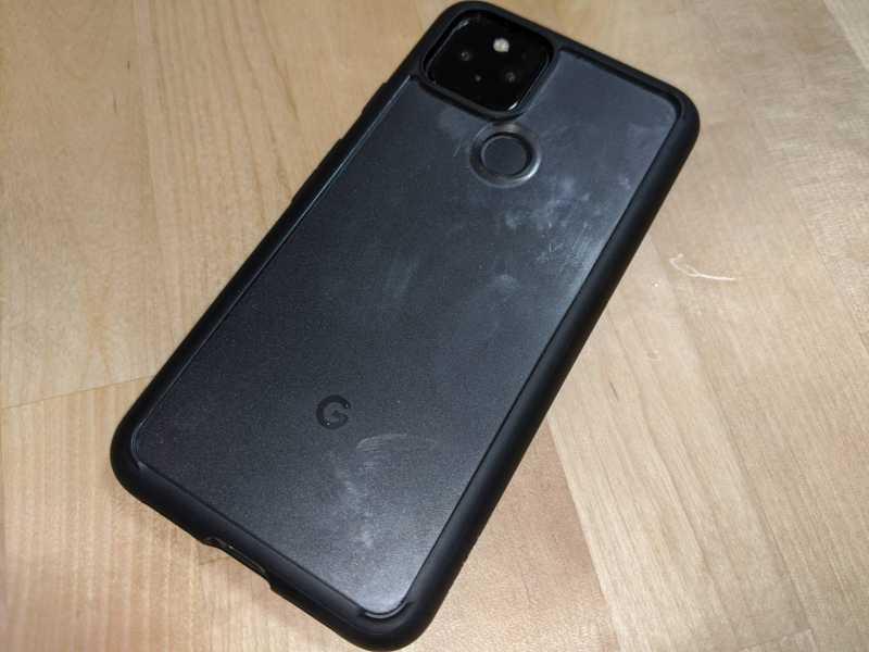 Google Pixel 5スマートフォン(SIMフリー)の背面