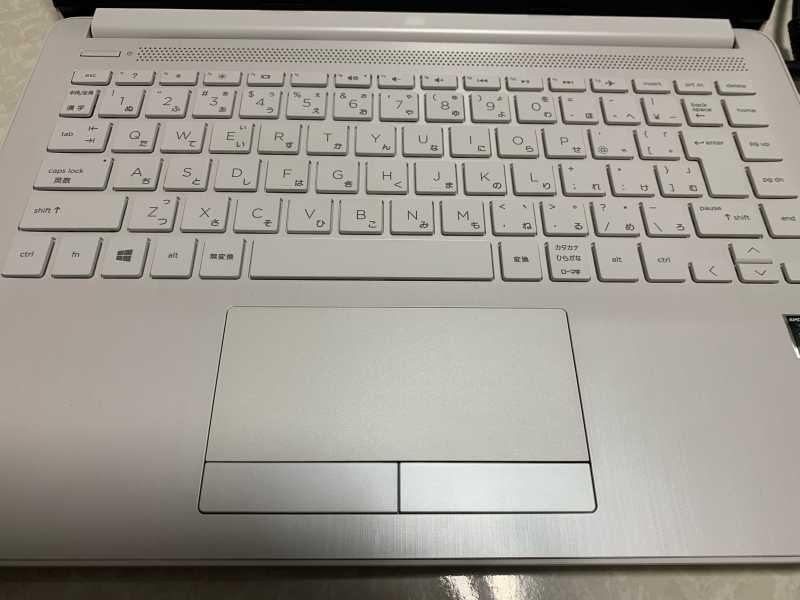 HP 14s-dk1000ノートパソコンのキーボードとタッチパッド