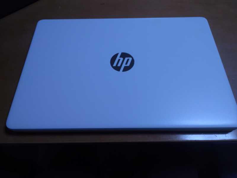 HP 15s-fq1000 2Z189PA-AAAAノートパソコンの外観