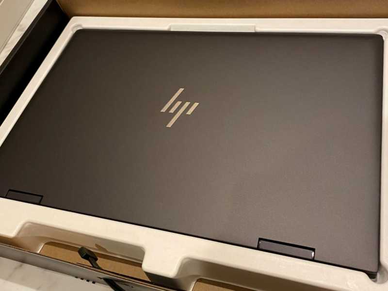 HP ENVY x360 15-ee(AMD)ノートパソコンの梱包状態