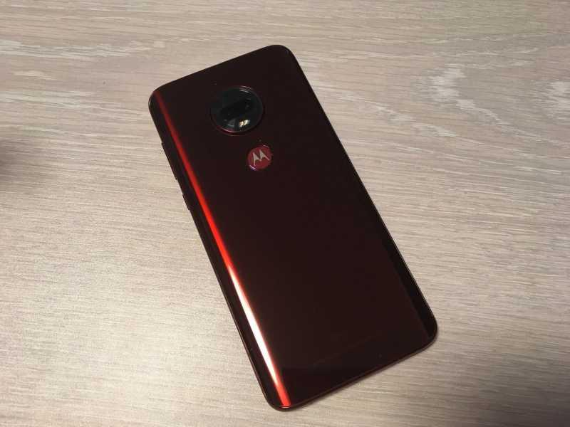 モトローラ Moto G7 Plusスマートフォン(SIMフリー)の背面
