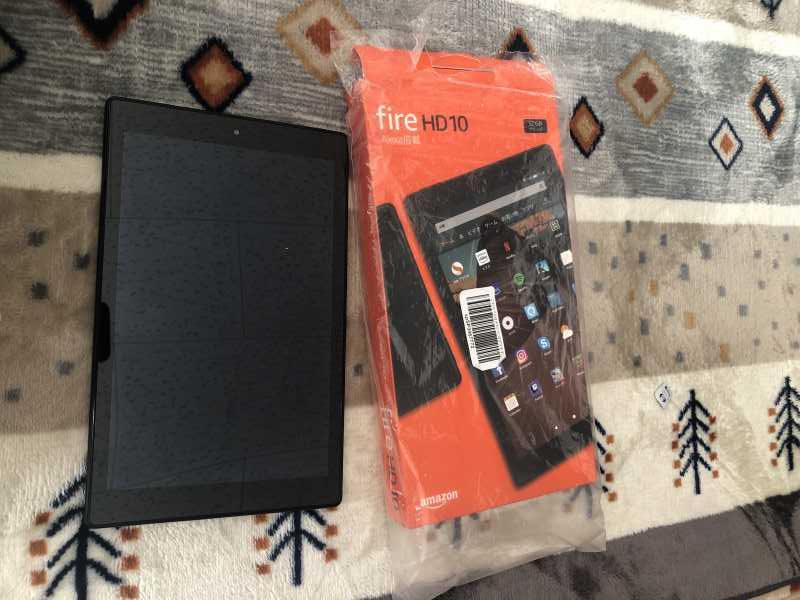 Amazon Fire HD 10 (第9世代)の本体と箱