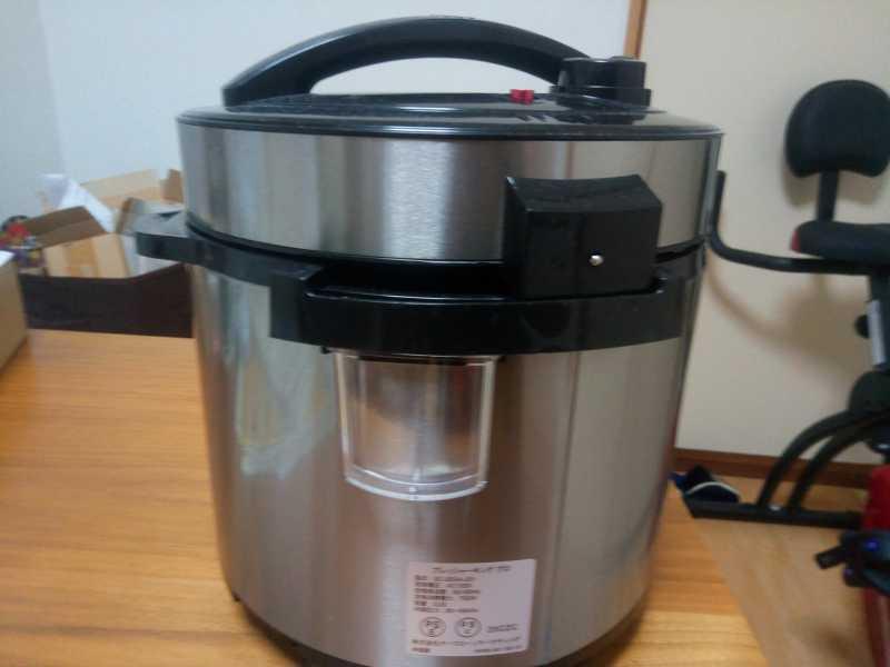 オークローンマーケティング PKPWS01 プレッシャーキングプロ電気圧力鍋の側面