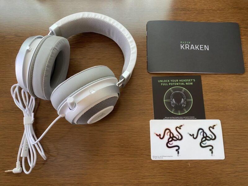 Razer Kraken Mercury Whiteゲーミングヘッドセットの同梱物