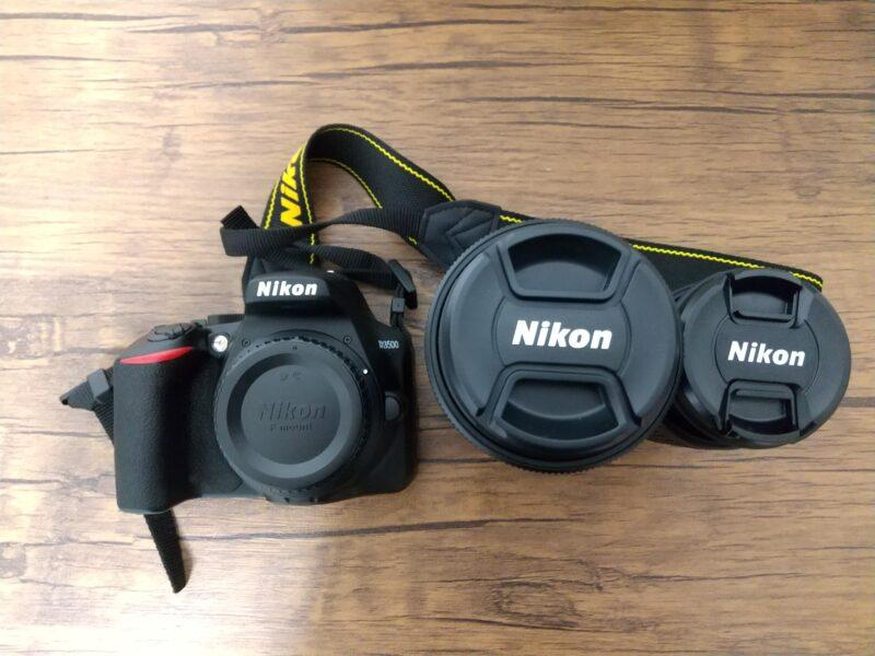 Nikon D3500 ダブルズームキットデジタルカメラのレンズとボディ